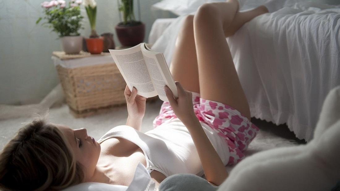 чтение на полу