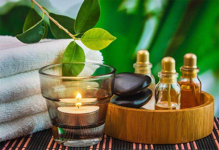 1360754626_essential-oils-2