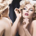 Секреты выполнения макияжа, который делает моложе